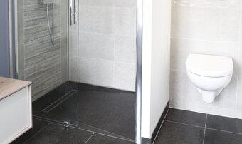 Une douche à l´italienne carrelée en un temps record